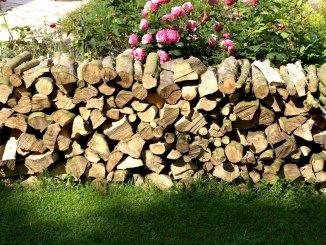 Feuerholz Brennholz richtig gestapelt