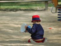 Sonnenschutz für Kinder im Garten