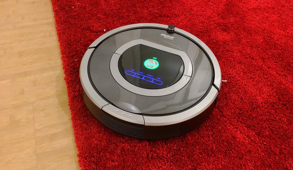 Irobot Roomba auf einem Teppich