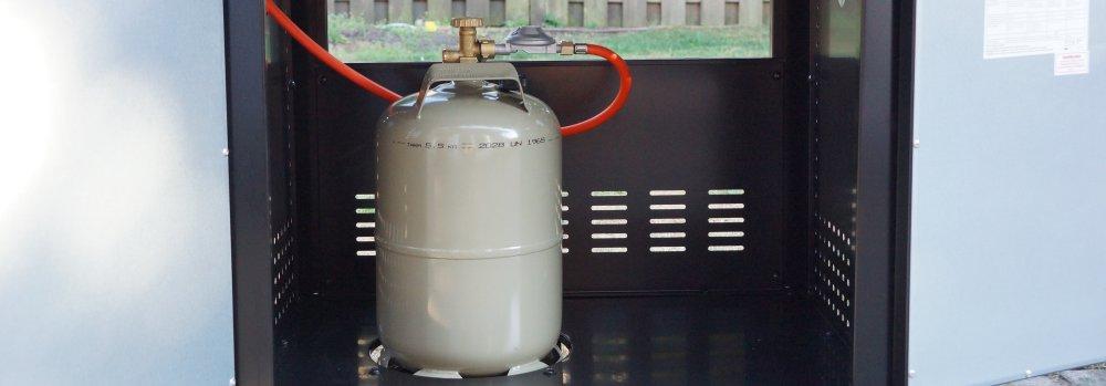 Gasflasche im Grill Masport MB 400